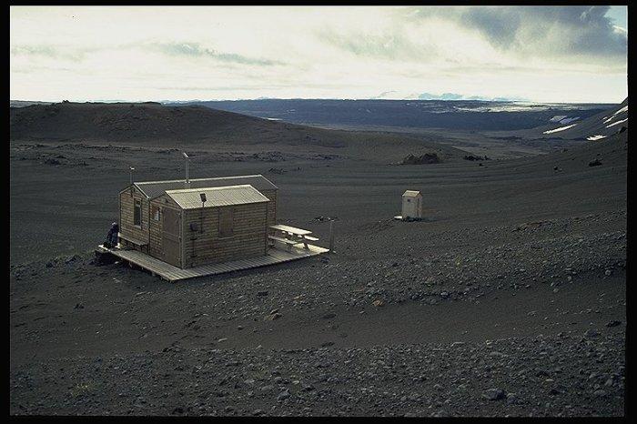 Kistufell Hut taken from Urðarháls volcano. Kistufell might be the worlds least inspiring volcanical sight. Photograph by Dieter Graser.
