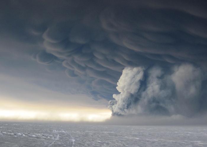 Grimsvötn 2011 eruption. Photographed by Jóhann Ingi Jónsson.