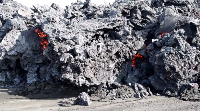 Holuhraun lava in daylight. Screenshot from a video by Kristinn Ingi Pétursson,