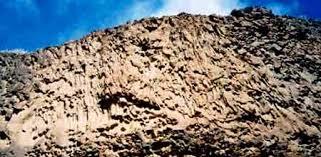 Columnar basalt dike
