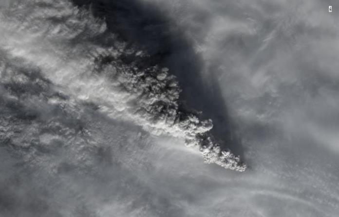 Landsat photo of Pavlof eruptive plume, Nov 15, 2014, photo courtesy AVO