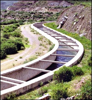 Majes Canal: Through a system of 88 km of tunnels and 13 km of canals, melt- and rain water from the Colca River reaches the plains of Majes. (Photo: INADE)